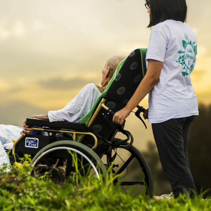 要介護者の生活を支える「介護職員」